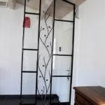 verrière pour séparation de l'entrée avec décor en fer forgé