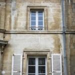 garde-corps de fenêtre fer forgé, main courante en chêne